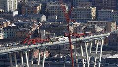 Technici v Janově začali odstraňovat zbytky zříceného mostu, práce potrvají půl roku