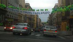 Vítejte v Truhlíkolandu, zdravil plakát řidiče přijíždějící na Smíchov