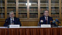 'Zákony musí platit pro všechny.' Univerzita podala proti Zemanově rozhodnutí dvě žaloby