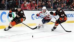 NHL: Vrána asistoval u jubilejní trefy Ovečkina, zraněný Zacha nenastoupil