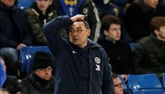 Přiveďte zpátky Mourinha, posmívali se fanoušci United Chelsea. Pod Sarrim se kýve židle