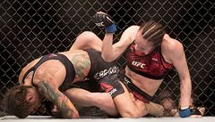 VIDEO: Bouřlivá kulisa nestačila. Pudilová prohrála sporně a těsně v UFC již potřetí