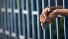 Netradiční relax. V Jižní Koreji meditují lidé ve falešných věznicích