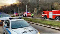 V Praze srazila dodávka s třemi hasičskými auty. Jeden z hasičů byl zraněn