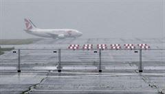 Na pražské letiště nedorazilo deset spojů, zřejmě kvůli silnému větru. Některé pondělní lety jsou zrušeny