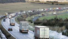 Srážka kamionu a auta u Brna zablokovala dálnici D2 směrem na Břeclav