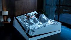 Postel, která vás udrží v ,jízdním' pruhu. Ford našel řešení pro harmonický spánek párů