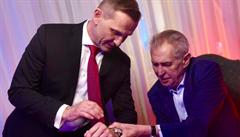 Jaromír Soukup dostal od prezidenta hodinky k padesátinám. Kdo další přijel gratulovat?