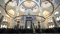 První věřící se pomodlili v největší mešitě v Turecku, pojme až 63 tisíc lidí