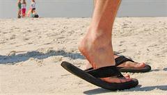 Letní dny namáhají nohy, pozor na podpatky nebo žabky