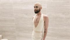 Vousatá zpěvačka Conchita překvapila pleší. Na plesu v rakouské opeře se objevila i sestra Obamy