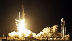 Kvůli problémům s elektřinou na vesmírné stanici odložila NASA start Dragonu