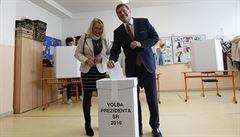 Muž vysypal volební urnu na ulici. Výsledky prezidentských voleb na Slovensku budou později