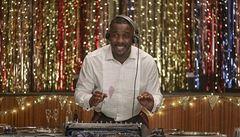 Idris Elba jako chůva zlobivého dítěte. Akční hvězda si zahrála v komediálním seriálu