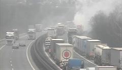 Na D1 u Brna se srazila tři nákladní auta, jeden zraněný. Dálnice už je průjezdná