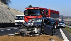 Dálnici D7 na Kladensku uzavřela nehoda osobního auta a kamionu