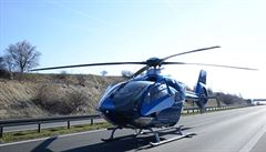 D7 na Kladensku uzavřela nehoda tří aut, čtyři lidé jsou zranění. Na místě zasahoval vrtulník