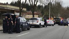 Střelec ze Seattlu útočil na jedoucí vozidla. Zabil dva lidi, další vážně zranil