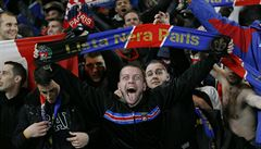 Fanoušci PSG vezli na zápas ženské Ligy mistrů na Chelsea zbraně a drogy