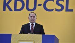 Výborný z rodinných důvodů rezignuje na post šéfa KDU-ČSL. Poslancem zatím zůstává