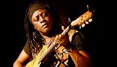 Hudba u nás už není zakázaná, říká malijský kytarista Habib Koité