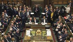 V Británii budou jednat o odkladu brexitu, Írán odstoupí od další části jaderné dohody