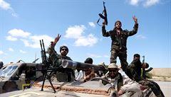 Armáda libyjského maršála Haftara pochoduje na Tripolis. Na jihu metropole umírali lidé