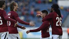 Sparta se v poháru protrápila k postupu na penalty. Slavia deklasovala Franzovu Karvinou