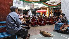 Čína podle nové studie přeškoluje půl milionu Tibeťanů v centrech připomínajících pracovní tábory