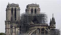 V katedrále Notre-Dame se bude konat první mše od dubnového požáru. Účastníci budou muset mít na hlavách přilby