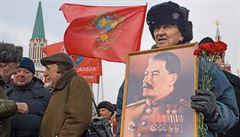 Rusko chudne a volá po Stalinovi. Pozitivní postavou je už pro dva ze tří Rusů