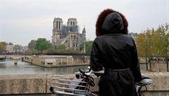 Katedrála Notre-Dame ještě není mimo nebezpečí, tvrdí architekt