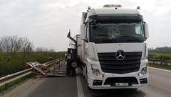 VIDEO: Pražský okruh u Horních Počernic ve směru na Brno uzavřela tragická nehoda dvou nákladních vozidel