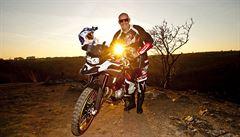 NOMÁDI: Silniční milionář. Co je na cestování na motorce nejkrásnější?