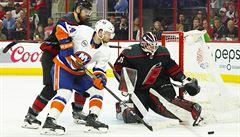 Hokejisté klubu Carolina zvítězili nad New York Islanders, Mrázek kvůli zranění nehrál