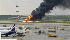 VIDEO: V Moskvě zemřelo v hořícím letadle 41 lidí. Piloti se báli před přistáním vypouštět palivo