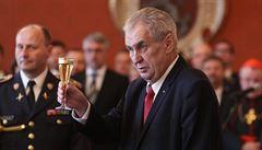 Zeman jmenoval 15 nových generálů. Šéf BIS Koudelka opět hodnost nedostal