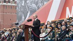 V řadě států zkreslují válečné události a nestydatě lžou svým dětem, prohlásil Putin