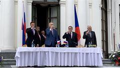 Zeman, Klaus i Vondráček oslavili Den vítězství na ruské ambasádě. Prezident přirovnal islamisty k nacistům
