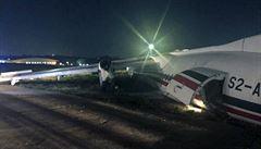 V Barmě havarovalo dopravní letadlo, za silného větru sjelo z přistávací dráhy
