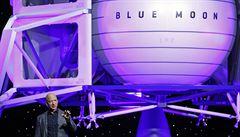 Míříme na Měsíc, oznámil zakladatel Amazonu Bezos. Ukázal obří modul s místem pro 4 vozítka