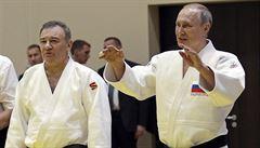 Z bankovní mlhy ční Putinův druh. Nitky z Expobank CZ vedou do okolí ruského prezidenta