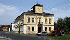 Nejzadluženější obec Česka zrušila prodej pozemků ruskému věřiteli, vyhne se tak soudu s výrobcem minerálky