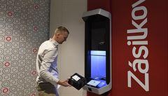 Zásilkovna otevřela v Praze robotickou výdejnu. Stroj balík vydá za 10 sekund