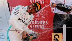 Hamilton s Bottasem prodloužili nadvládu Mercedesu i v Barceloně