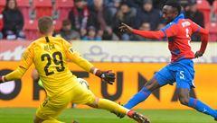 Slavia je bod od titulu, slavit mohla už ve středu. Plzeň ale zničila 4:0 Spartu