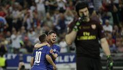 Krutá rozlučka Petra Čecha. Chelsea jeho Arsenal rozcupovala 4:1 a slaví výhru v EL