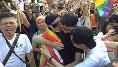 Japonští homosexuálové slaví dílčí vítězství, soud se jich zastal ve věci nemožnosti uzavírat manželství
