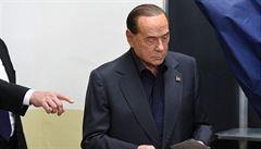 Berlusconi má koronavirus. Třiaosmdesátiletý magnát se zřejmě nakazil na dovolené na Sardinii