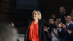 Krajní pravice ve Francii nabírá na síle. Le Penová by mohla vyhrát prezidentské volby, říká studie